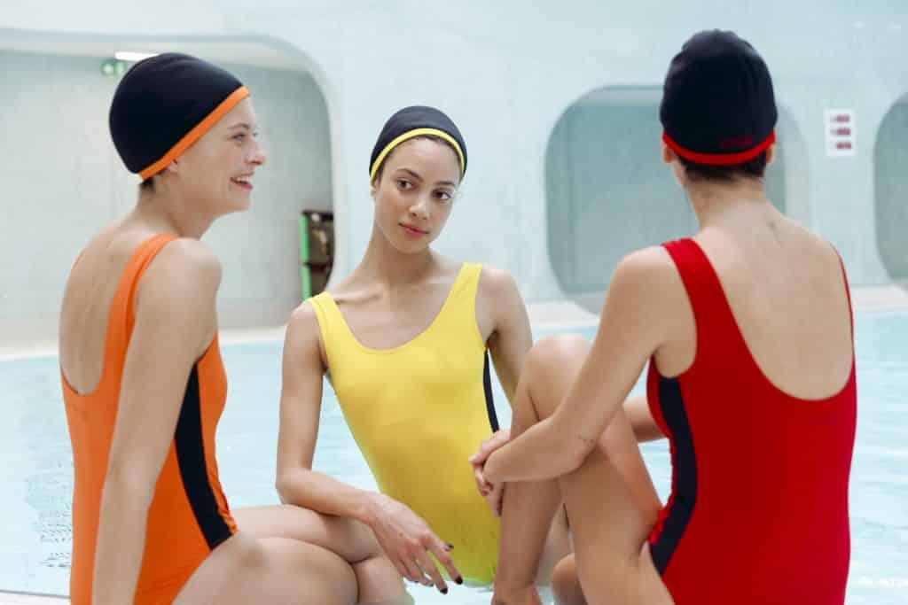 Maillot de bain colorés femme une piece avec bonnet de bain - CARDO Paris - 1